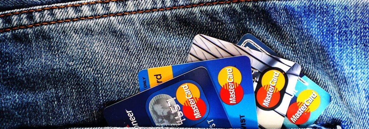 What is the Difference Between a Charge Card and a Credit Card?
